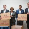 Mit Freude am Rechnen Menschen verbinden – Stiftung Rechnen und Bankenverband Schleswig-Holsteinübergeben, gemeinsam mit Bildungsministerin Britta Ernst, Math4Refugees-Willkommensbox (FOTO)