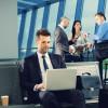 Damit Daten auch unterwegs sicher sind / Geschäftsreisende sollten Notebooks und Tablets vor unerwünschten Mitlesern schützen (FOTO)