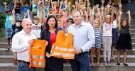 AUTODOCübergibt Warnwesten an Berliner Senatorin Sandra Scheeres (FOTO)