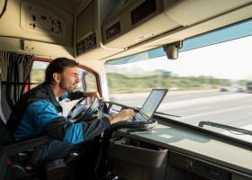Verkehrssicherheit im Betrieb zum Thema machen – Arbeits- und Wegeunfälle mit LKW nehmen zu (FOTO)