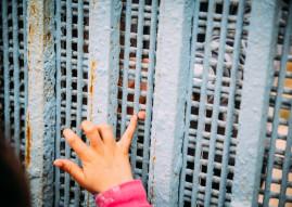 30 Jahre UN-Kinderrechtskonvention: Millionen Jungen und Mädchen weltweit leiden / SOS-Kinderdörfer fordern Aufbruch für Kinderrechte (FOTO)