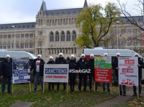 Arbeiterinnen und Arbeiter des russischen Automobilkonzerns GAZ fahren von Russland nach Deutschland, um den Konzern von US-Sanktionen zu befreien / #SaveGAZ (FOTO)