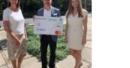 Mastercard spendet mehr als 10.000 Euro an die Stiftung Kinderzukunft und unterstützt den Ausbau der digitalen Infrastruktur in den stiftungseigenen Kinderdörfern
