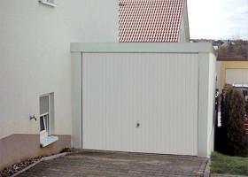 Nachbarrecht und Grenzbebauung: Fertiggaragen von Exklusiv-Garagen sicher außerhalb des Stauraums