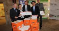 523.000 Unterschriften an Dr. Malyübergeben (BILD)